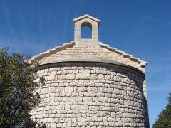 Chapelle Saint-André-de-Julhans - Français:   L\'abside de la chapelle Saint-André. Noter le profil du toit en escalier.