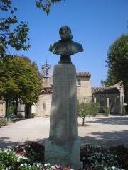 Chapelle Notre-Dame-de-Pitié - English: Statue of Charles Gounod in Saint-Rémy-de-Provence