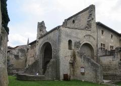 Ancien hôtel de Sade, actuellement musée lapidaire - Deutsch: Hôtel de Sade in Saint-Rémy-de-Provence, römische Therme auf der Rückseite des Gebäudes