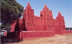 Mosquée de Missiri -  Mosquée Missiri (1930), Fréjus. Replica of Great Mosque of Djenné.