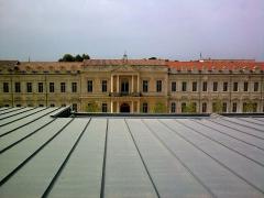 Hôpital Sainte-Marthe - Français:   Vue du bâtiment nord du campus Sainte-Marthe de l\'Université d\'Avignon et des Pays de Vaucluse, depuis le toit du bâtiment sud