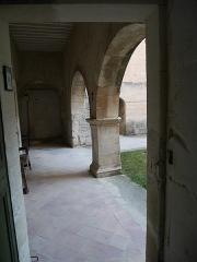 Ancienne abbaye Saint-Hilaire - Deutsch: Abbaye de Saint-Hilaire (Ménerbes) Hof