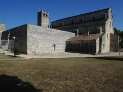 Ancienne cathédrale et cloître - Deutsch: Cathédrale Notre-Dame-de-Nazareth de Vaison Hof