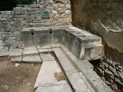 Terrains de fouilles gallo-romaines de la colline du Puymin (ensemble) -  latrines