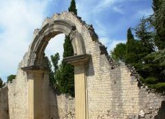 Thermes gallo-romains du Nord (vestiges) -  Temple romain à Vaison-la-Romaine, Vaucluse, France