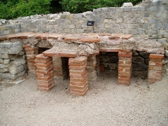 Thermes gallo-romains du Nord (vestiges) -  Roman Bath at the archaelogical site in Vaison-la-Romaine, France  Taken by user Ohto Kokko.