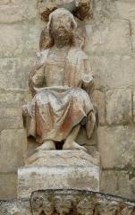 Eglise Saint-Pierre-et-Saint-Paul - Jésus, détail des sculptures au-dessus du portail nord de l'église Saint-Pierre et Saint-Paul de Grand-Brassac, Dordogne, France.