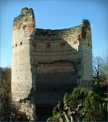 Tour de Vésone - English: Roman Tower - 25 metres high in Vesunna site of roman remains - Perigueux