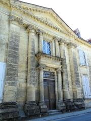 Château - Français:   Saint-Cyprien - Château - Portail sur la rue Gambetta