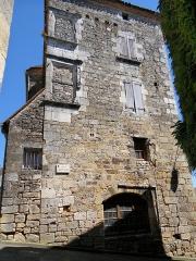 Presbytère - Français:   Saint-Cyprien (Dordogne) - Presbytère, à côté de l\'église, au croisement rue Bertrand de Gotet de la rue de la Justice de paix