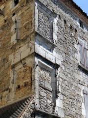 Presbytère - Français:   Saint-Cyprien (Dordogne) - Presbytère - Fenêtres d\'angle Renaissance