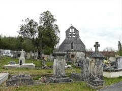 Eglise Saint-Martial - Français:   Le cimetière de Saint-Martial-de-Valette, Dordogne, France.