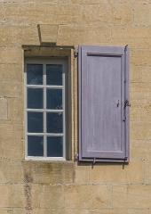Château de Marqueyssac - English: Window of the castle of Marqueyssac, commune of Vézac, Dordogne, France
