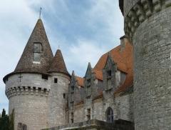 Domaine du Château de Bridoire - Français:   Domaine du château de Bridoire, village de Ribagnac, département de la Dordogne - Toiture ouest