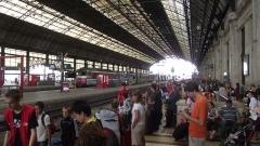 Gare de Bordeaux-Saint-Jean - English: Bordeaux-Saint-Jean station with a group of children taken care by the SNCF