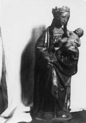 Eglise Saint-Maixant -  Madonna and child in church of Saint-Maixant (Gironde)