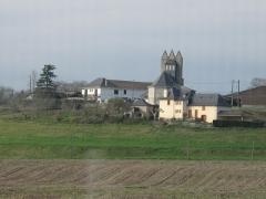 Eglise d'Undurein - English: The village of Undurein and its church with trinitarian steeple (Pyrénées-Atlantiques, France).