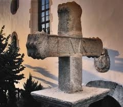 Croix de l'ancien cimetière - English:   This is a picture of the upper portion of the cross with the letters \'INRI\' across the middle