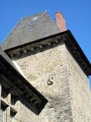 Château de Maytie dit d'Andurain - English: Back of the Andurain castle with a gargoyle in Mauléon (Pyrénées-Atlantiques)
