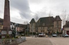 Château de Maytie dit d'Andurain - English:  War Mémorial and castle of Maytie