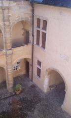 Maison carrée ou de Jeanne d'Albret - English: galerie et entré cour