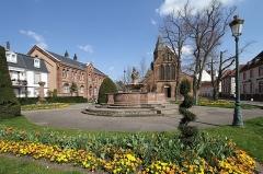 Fontaine aux Abeilles - Deutsch: Kirche St. Georg in Haguenau.