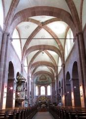 Ancienne église abbatiale -  Alsace, Bas-Rhin, Saint-Jean-Saverne, Église abbatiale Saint-Jean-Baptiste (PA00084921, IA00055618): Vue intérieure de la nef vers le chœur.