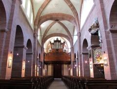 Ancienne église abbatiale -  Alsace, Bas-Rhin, Saint-Jean-Saverne, Église abbatiale Saint-Jean-Baptiste (PA00084921, IA00055618): Vue intérieure de la nef vers la tribune d'orgue.