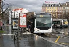 Gare ferroviaire centrale - Français:   Mercedes-Benz Citaro G de la ligne G déposant les voyageurs au terminus de la ligne, Gare de Strasbourg