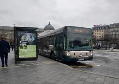 Gare ferroviaire centrale - Français:   Heuliez GX 327 GNC n°785, sur la ligne 10 à la Gare de Strasbourg
