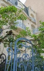 Hôtel Brion, puis pension de famille appelée Hôtel Marguerite -  Comment ne pas passer par cette charmante maison qu'est la Villa Brion. Véritable ode à l'architecture baroque dépassée et à l'art nouveau dans l'air du temps, cette place vaut le détour.