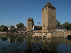 Ponts couverts - This building is indexed in the Base Mérimée, a database of architectural heritage maintained by the French Ministry of Culture,under the reference PA00085192 .