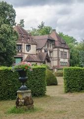Domaine de la Leonardsau -  Ce château se trouve sur le petit hameau de Saint-Léonard entre le village de Bœrsch et la ville d\'Obernai. Il avait par exemple pour voisin Charles Spindler, renommé pour sa marqueterie et pour son dynamisme dans la culture locale.