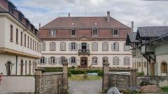 Ancien domaine de Windeck, dit Foyer de Charité -  Construit au XVIIIe siècle par des bourgeois et militaires tour à tour, ce petite château comporte un des plus beau parc d'Alsace ainsi que des pièces architectures très intéressantes. Les bâtiments appartient maintenant au Foyer de Charité (oeuvre catholique) et permettent une retraite spirituelle.