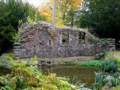 Ancien domaine de Windeck, dit Foyer de Charité - Deutsch: Ruine der Burg Altenkeller im Park des Foyers de Charité in Ottrott