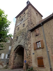 Vestiges des anciennes fortifications - This building is classé au titre des Monuments Historiques. It is indexed in the Base Mérimée, a database of architectural heritage maintained by the French Ministry of Culture,under the references PA00085343   and IA68006832 .