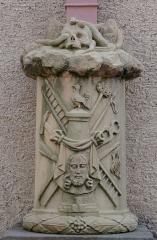 Eglise catholique Saints-Pierre-et-Paul - Français:   Alsace, Haut-Rhin, Église Saints-Pierre-et-Paul (XIIIe-XIXe) d\'Eguisheim (PA00085415,  IA68000505): Croix de mission (détails).