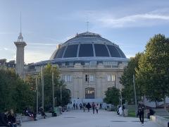 Bourse de commerce - Français:   Bourse de commerce de Paris.