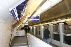 Métropolitain, station Châtelet -  Station de métro Châtelet, ligne 1, Paris.