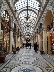 Galerie Vivienne, anciennement appelée galerie Marchoux -  La galerie Vivienne décorée pour les fêtes de fin d'année