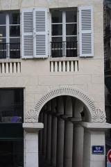 Immeubles -  View from Il Moda Caffe, rue des Colonnes, Paris.