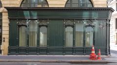 Immeubles, actuellement immeuble administratif du Crédit Lyonnais - Deutsch: Shop windows in Paris