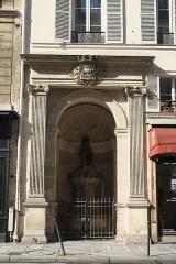 Fontaine publique dite de Joyeuse - Deutsch: Fontaine de Joyeuse, 41 rue de Turenne, im 3. Arrondissement in Paris (Île-de-France/Frankreich)