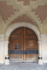 Hôtel d'Angennes de Rambouillet - Deutsch: Hôtel d'Angennes de Rambouillet, 20 Place des Vosges, im 4. Arrondissement in Paris (Île-de-France/Frankreich), Tür