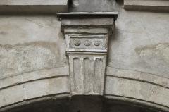 Hôtel de Clermont-Tonnerre - Deutsch: Hôtel de Clermont-Tonnerre, 18 Place des Vosges, im 4. Arrondissement in Paris (Île-de-France/Frankreich), Agraffe