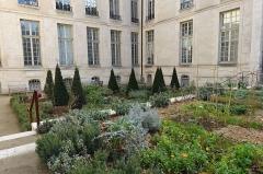 Hôtel Jeanne d'Albret -  Jardin des Rosiers - Joseph Migneret @ Paris. Hôtel d'Albret côté jardin