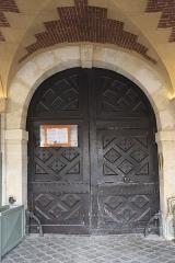 Hôtel Laffemas - Deutsch:   Hôtel Laffemas, 22 Place des Vosges, im 4. Arrondissement in Paris (Île-de-France/Frankreich), Tür