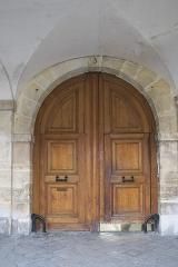 Ancien hôtel de Montmorin - Deutsch: Hôtel de Montmorin, 3 Place des Vosges, im 4. Arrondissement in Paris (Île-de-France/Frankreich), Tür