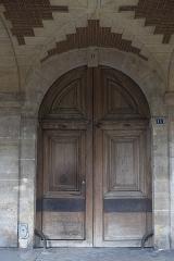 Ancien Hôtel Pierrard, dit aussi hôtel Colbert-de-Villacerf ou de Creil ou Voisenon - Deutsch: Hôtel Pierrard, 11 Place des Vosges, im 4. Arrondissement in Paris (Île-de-France/Frankreich), Tür