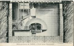 Métropolitain, station Cité -  Carte postale ancienne éditée par Malcuit Métropolitain de Paris: coupe d'une station sur puits vertical, telle que Cité ou Saint-Michel (Publicité de l'Entreprise Chaignaud